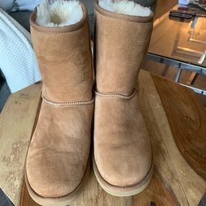 Short UGG boots size 8